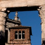 Particolare della Basilica tra le colonne, foto di S. Gusmeroli.